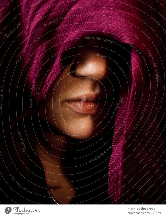 VERSCHLEIERT Frau Mensch schön rot Gesicht feminin Leben dunkel Wärme Religion & Glaube Mund geschlossen Haut Nase Boden Bekleidung