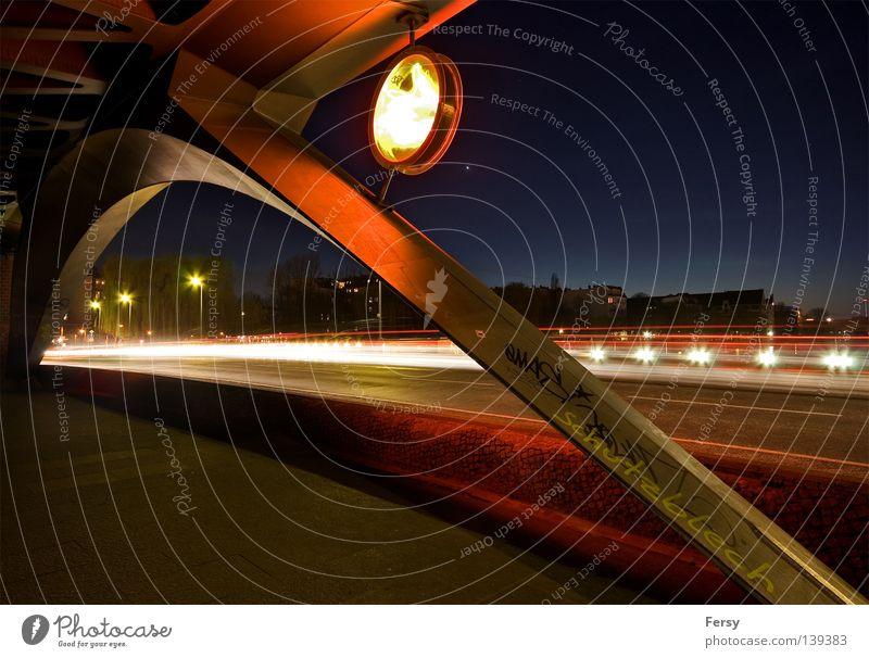 urbantraffic Oberbaum-City Nacht Licht Leuchtreklame Deutschland Langzeitbelichtung Brücke night Berlin blau Himmel space