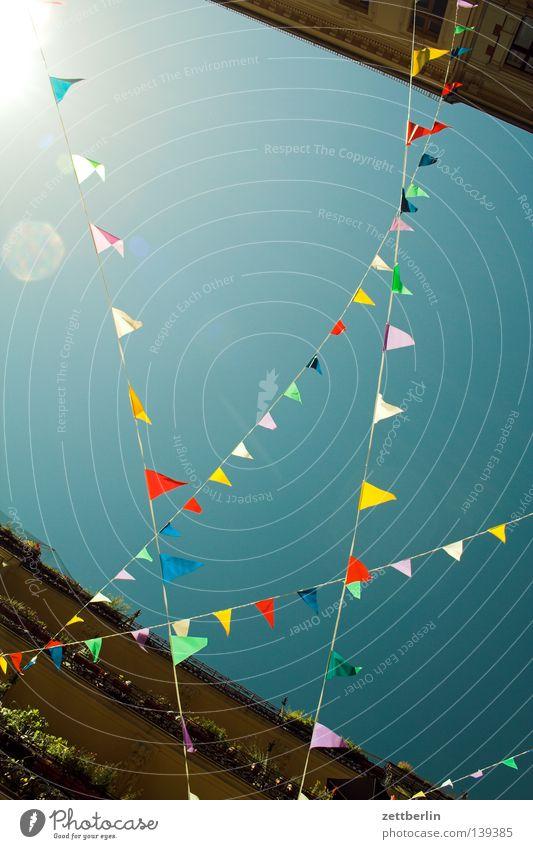 Kreuzweise Wimpel Fahne Party Straßenfest Schmuck verschönern produzieren mehrfarbig Lebensfreude durcheinander Freude wimpel. wimpelkette Kette Feste & Feiern