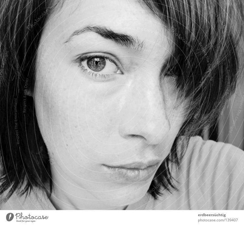 Denk an dich Haare & Frisuren Haut Gesicht Frau Erwachsene Auge Nase Mund Lippen Pony Behaarung Denken fallen Traurigkeit Gefühle Hoffnung Sehnsucht
