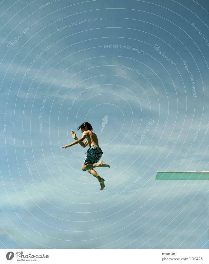 Sky-Hopper Kind Himmel Jugendliche weiß blau Sommer Freude Wolken schwarz Sport Junge Freiheit springen Bewegung Luft Gesundheit