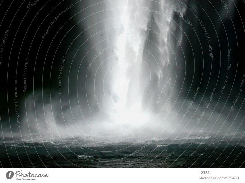 turbo dusche Wasserkraftwerk Kraft Elektrizität Umweltschutz weiß schwarz Licht Island nass Qualität rein Sauberkeit Rauschen Physik Kühlung frisch Sommer