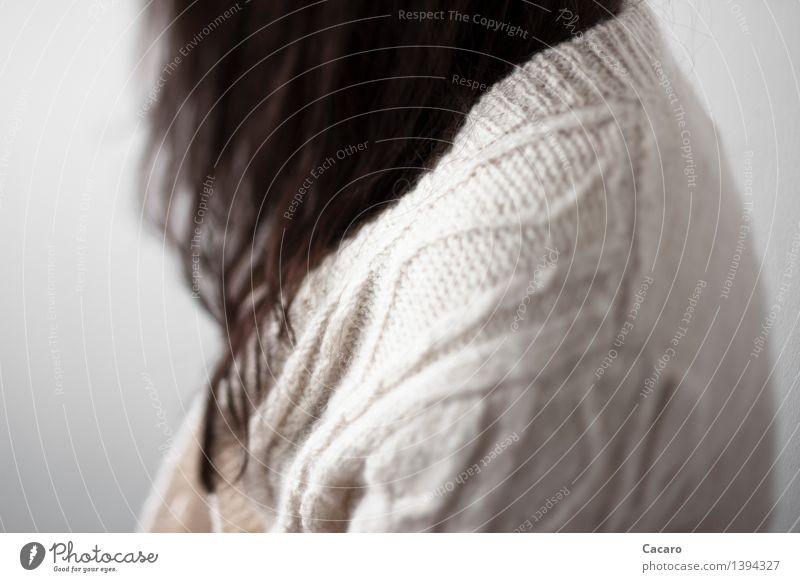 Strickjackentag 2 Mensch Erholung Einsamkeit ruhig Traurigkeit Herbst feminin Tod Haare & Frisuren Trauer Schmerz Müdigkeit hängen schwarzhaarig Schulter