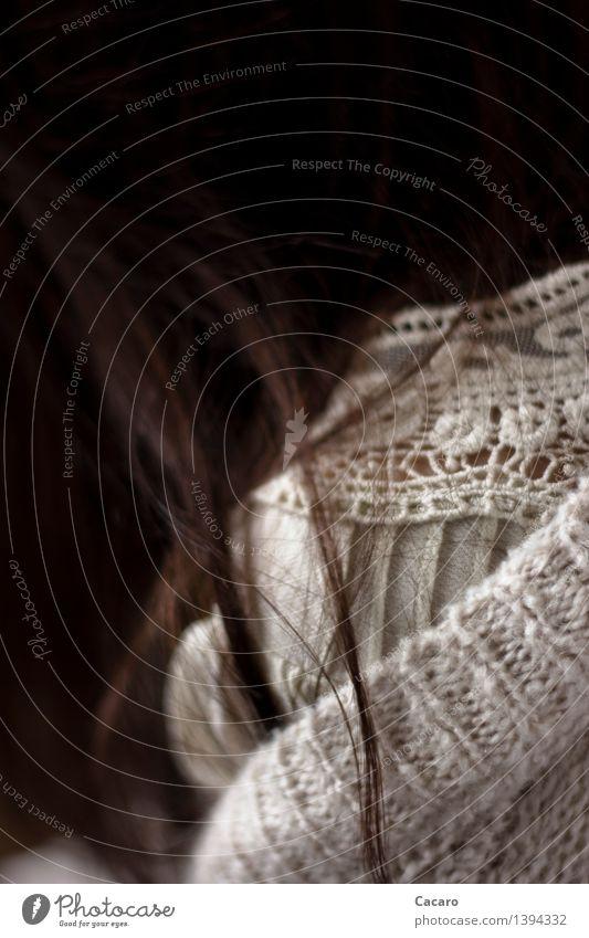 Strickjackentag 3 Mensch Einsamkeit kalt Traurigkeit natürlich feminin Tod Haare & Frisuren Angst Armut Trauer Schmerz brünett langhaarig Müdigkeit Verzweiflung