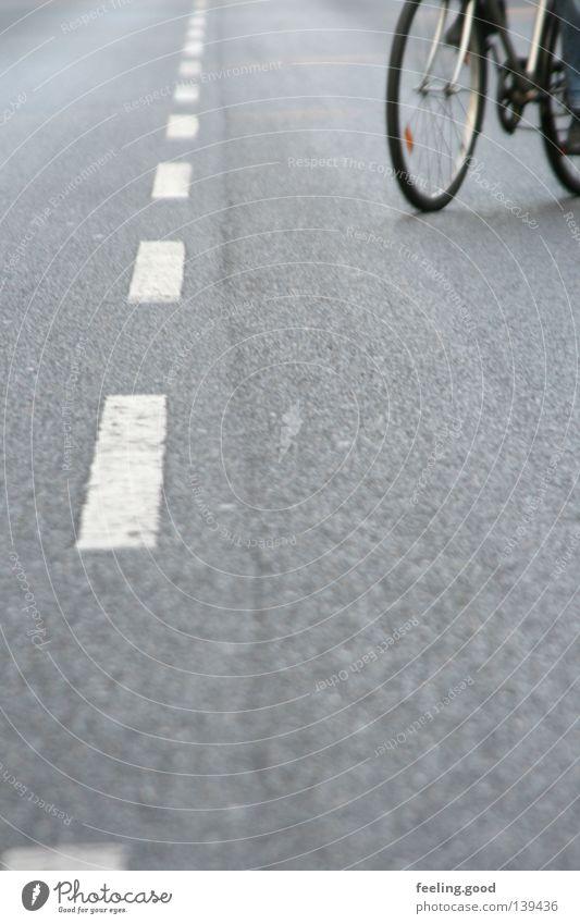 Na super Mann weiß Straße grau Fahrrad lang Verkehrswege langsam Zufall