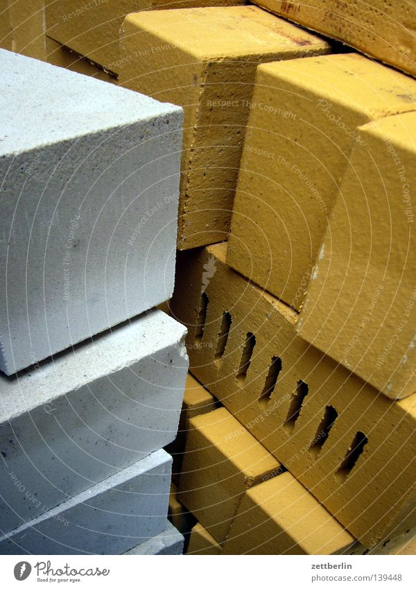 Mauersteine Baustein Bauarbeiter Baustelle Haufen Material Baumarkt Einfamilienhaus Eigenheimzulage Arbeit & Erwerbstätigkeit Handwerk Stein bauen Lager Stapel