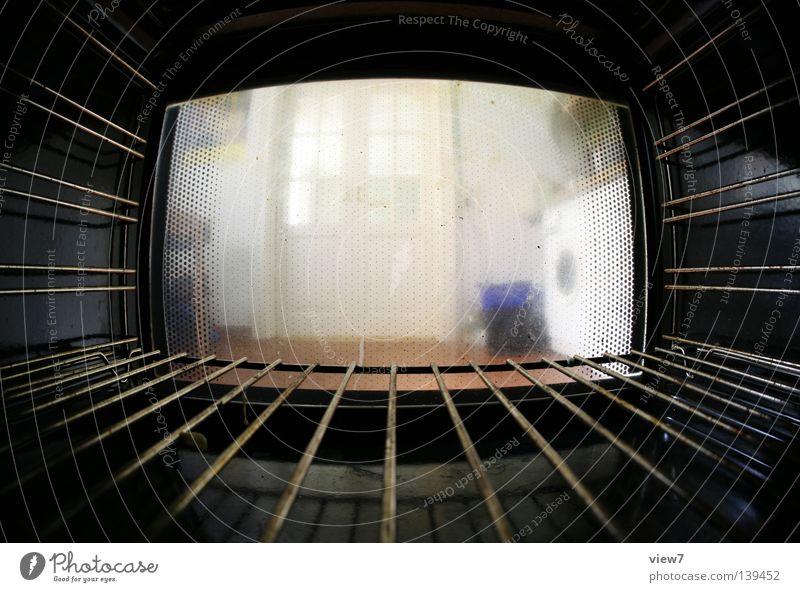 Backofenperspektive Küche eng Raum dunkel Stahl heiß Produktion Fischauge Elektroherd Energiewirtschaft Eisenrohr Fensterscheibe Rost dreckig Aussicht Ernährung