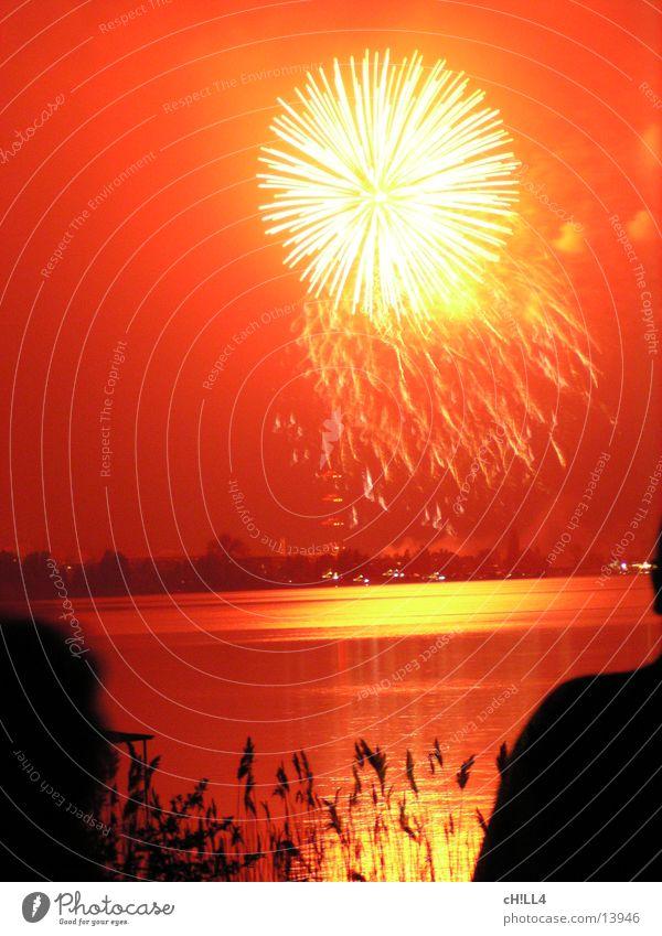 red firework rot Stimmung Feste & Feiern Fluss Freizeit & Hobby Kugel Feuerwerk Schilfrohr Explosion Havel Werder Havel