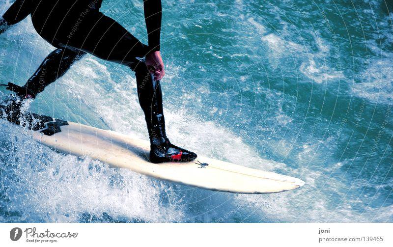 Surfspaß Mann Natur Jugendliche Wasser blau schön Sonne Ferien & Urlaub & Reisen Sommer Freude Strand Meer Farbe Sport Freiheit Gefühle