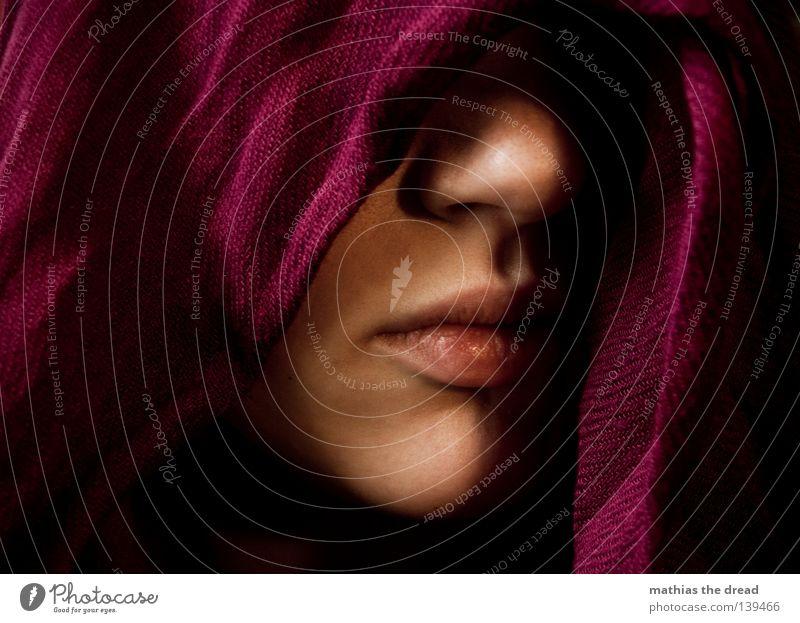 VERSCHLEIERT Frau feminin Mensch Leben Lebewesen Säugetier schön weich rein gepflegt Lippen rot verführerisch geheimnisvoll verdeckt unsichtbar geschlossen