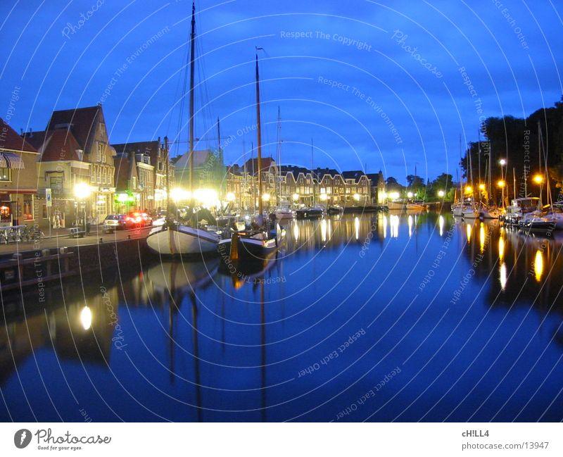 Hafen in Holland Wasser Meer Haus Straße dunkel Wasserfahrzeug Stimmung Küste Europa Hafen Laterne Anlegestelle Strommast Ereignisse Segel Reaktionen u. Effekte