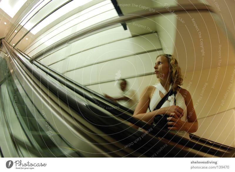 Kuala Lumpur Knipser Mensch Asien Spiegel Selbstportrait Verzerrung Rolltreppe