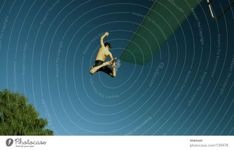 no limits Himmel Jugendliche weiß blau Sommer Freude Wolken schwarz Sport Freiheit springen Bewegung Wärme Luft Gesundheit Freizeit & Hobby