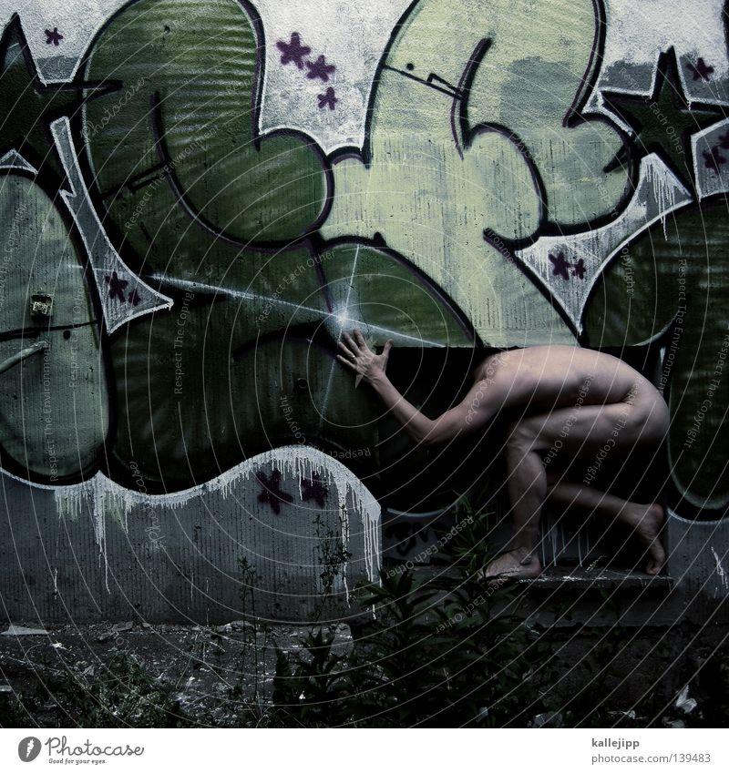 großstadtdschungel Mensch Mann Hand grün Haus Fenster Erotik Graffiti Wand nackt Beine Körper Fassade glänzend Haut Stern (Symbol)