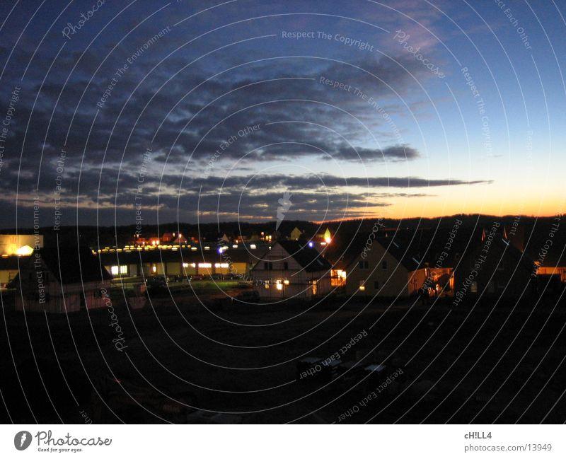EKZ @ night Einkaufszentrum Haus Wohngebiet Nacht Straßenbeleuchtung Sonnenuntergang Wolken Langzeitbelichtung dunkel ekz baugebiet Landschaft Licht Lampe