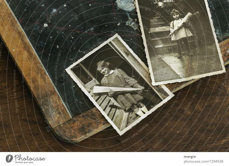 Erster Schultag! Eine alte Schultafel mit zwei Fotos. Darauf Schulmädchen mit Zuckertüte zur Einschulung Bildung Schule lernen Tafel Schulkind Schüler Schultüte