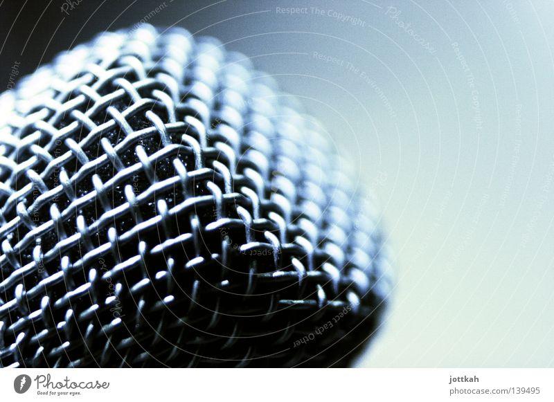 Nahaufnahme eines Mikrofons Netz laut Lautstärke Gitter Sinn Stimme Sprachrohr Aussage Kommentar Rede Redefreiheit Mitteilung Informationsaustausch