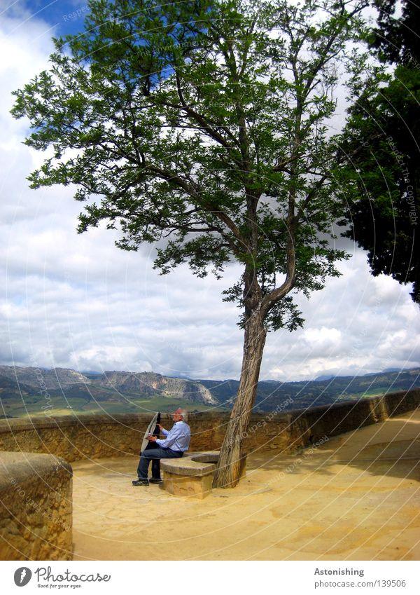 Mittagspause Mann Natur Baum Wolken Erholung Berge u. Gebirge Stein Wärme Landschaft Erwachsene Horizont sitzen Pause Bank Andalusien Aussicht