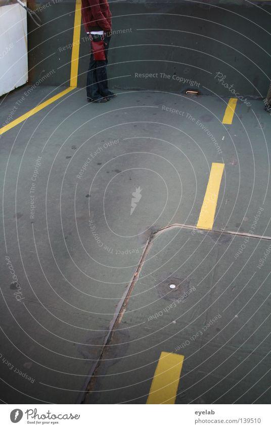 Ausfahrten finden auch gern mal ein jähes Ende Frau Mensch gelb Straße warten Beton Bekleidung Ecke stehen Asphalt Streifen obskur Verkehrswege Überraschung