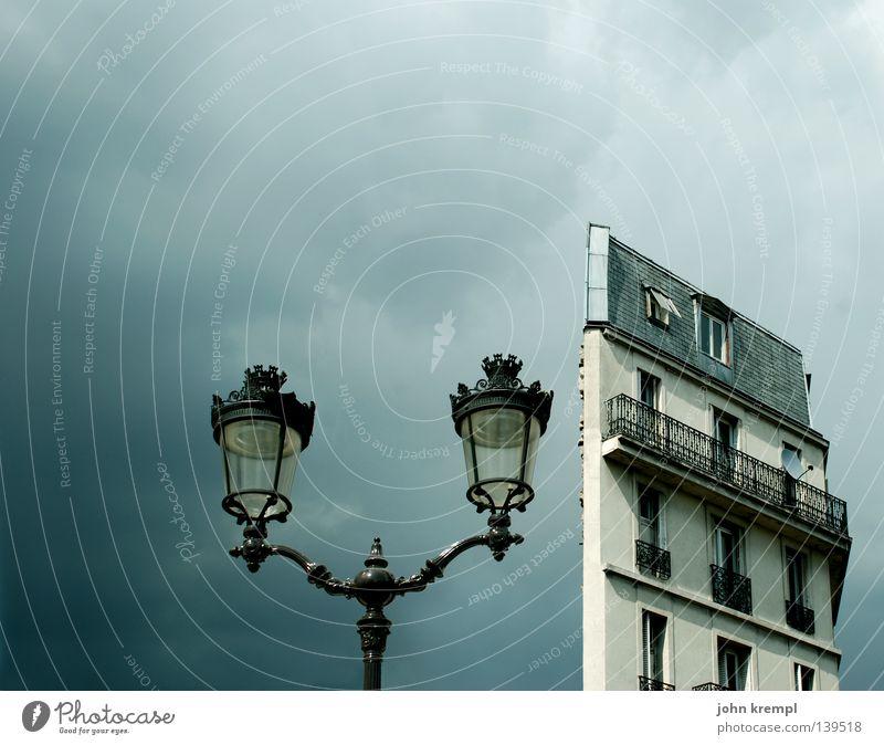 halbling Haus Wolken Laterne Frankreich Paris Moulin Rouge grau Wohnung Hochhaus Altbau Balkon Hälfte Himmel Gewitter blanche place blanche blau home Straße rue