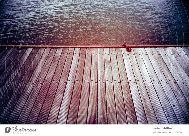 steg Wasser Himmel Meer blau rot Sommer Ferien & Urlaub & Reisen Farbe kalt Holz See Wärme Wasserfahrzeug Stimmung Küste retro