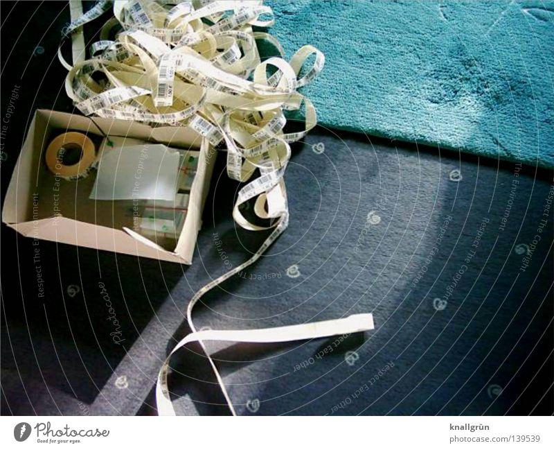 Bruttosozialprodukt weiß blau Arbeit & Erwerbstätigkeit Papier Handwerk Karton Etikett Teppich Arbeitsplatz Rolle Haufen Preisschild Plastiktüte Schreibwaren