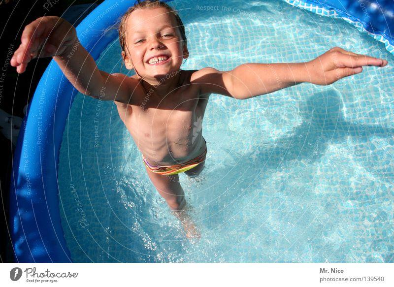 PlanschMaus Kind blau Wasser Sommer Mädchen Freude nackt Spielen Glück lachen springen lustig Schwimmen & Baden Freizeit & Hobby Arme nass