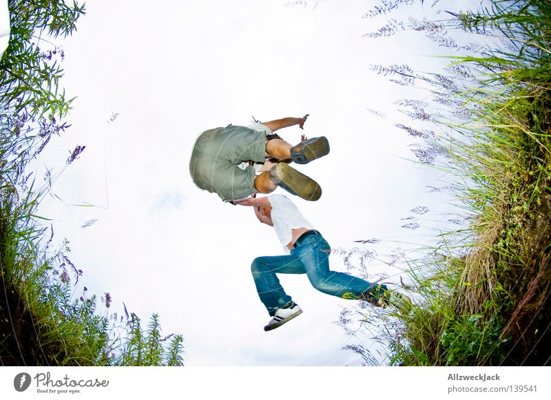 BLN 08 | Kollision Himmel Freude springen Spielen Gras Fuß Feld Hinterteil fallen fangen Schilfrohr Loch hüpfen Laune schlechtes Wetter Kollision