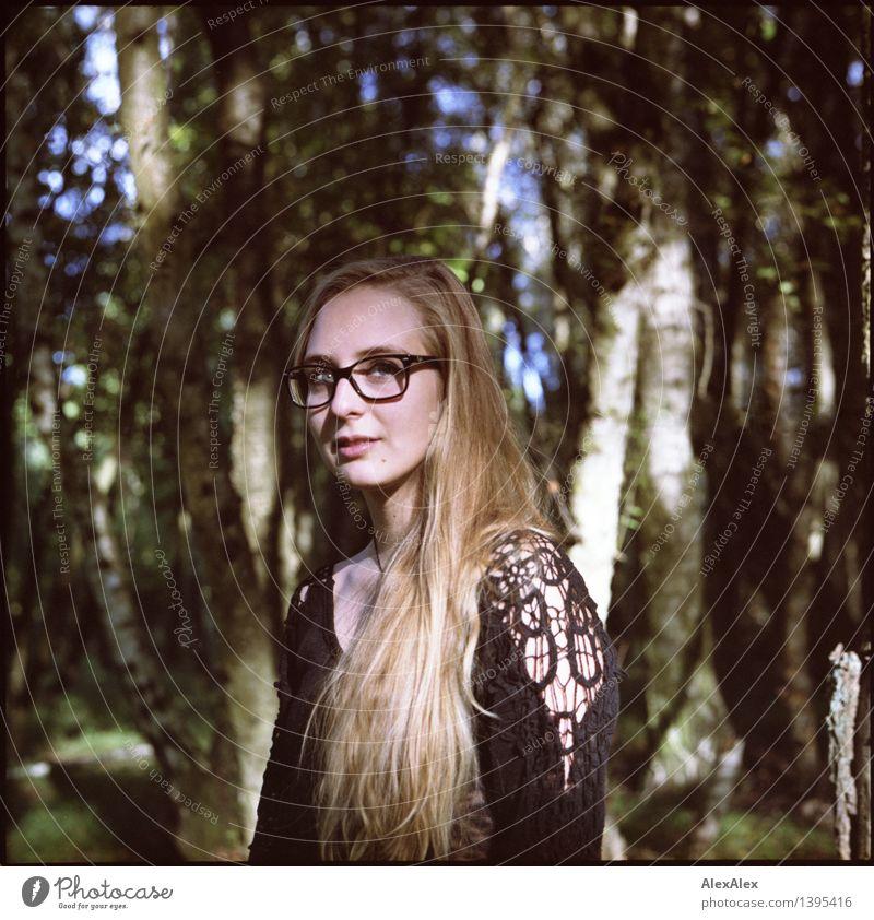 Alissa und der Wald - Reprise Natur Jugendliche Stadt schön Junge Frau Baum 18-30 Jahre Gesicht Erwachsene Umwelt feminin Haare & Frisuren wandern blond