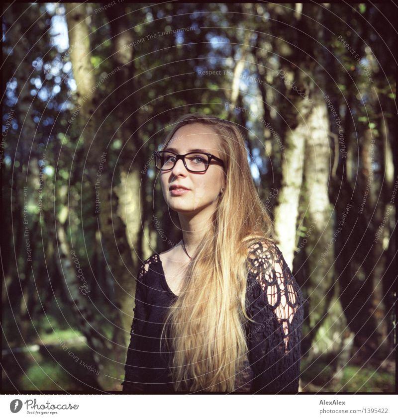 Alissa und der Wald schön Ausflug Abenteuer wandern Junge Frau Jugendliche Haare & Frisuren Gesicht 18-30 Jahre Erwachsene Natur Schönes Wetter Baum Kleid