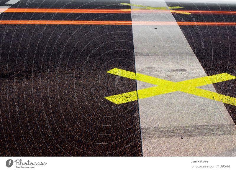 X² rot schwarz gelb Straße Farbe dunkel grau Stein Linie orange Schilder & Markierungen Beton Verkehr Asphalt Grenze Grafik u. Illustration