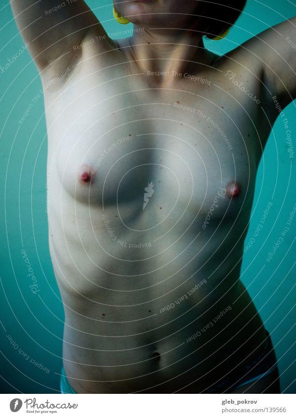Green clax part_I Frau schön Körper Akt Frauenbrust Körperhaltung dünn Junge Frau Bildausschnitt Anschnitt Brustwarze Bauchnabel Leberfleck Torso gesichtslos bauchfrei