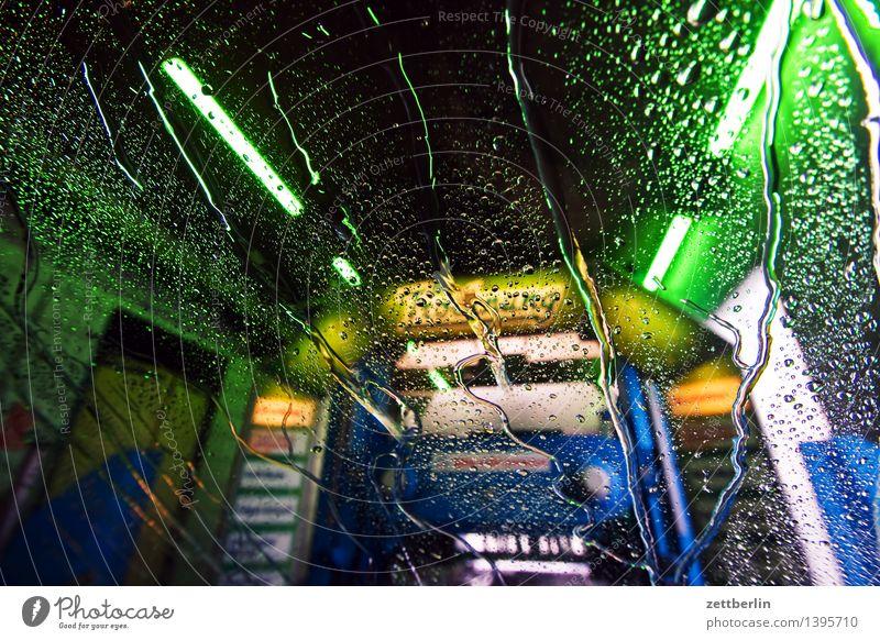 Waschanlage Autowäsche PKW Autopflege mehrfarbig Farbe Beleuchtung leuchten Lampe Licht Lightshow Neonlicht neonfarbig nass Sauberkeit Waschtag Waschen
