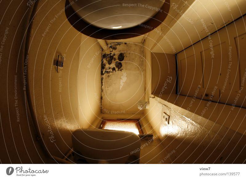 Toilettendecke Bad verfallen Licht planen Dame Herr Richtung Wand Putz Fenster rustikal Ferien & Urlaub & Reisen fremd Holz eng groß klein stehen urinieren