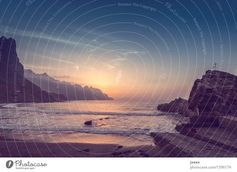 Verabredung Himmel Natur Ferien & Urlaub & Reisen blau Sommer schön Meer Landschaft Ferne Strand Religion & Glaube braun Felsen orange Horizont Wellen