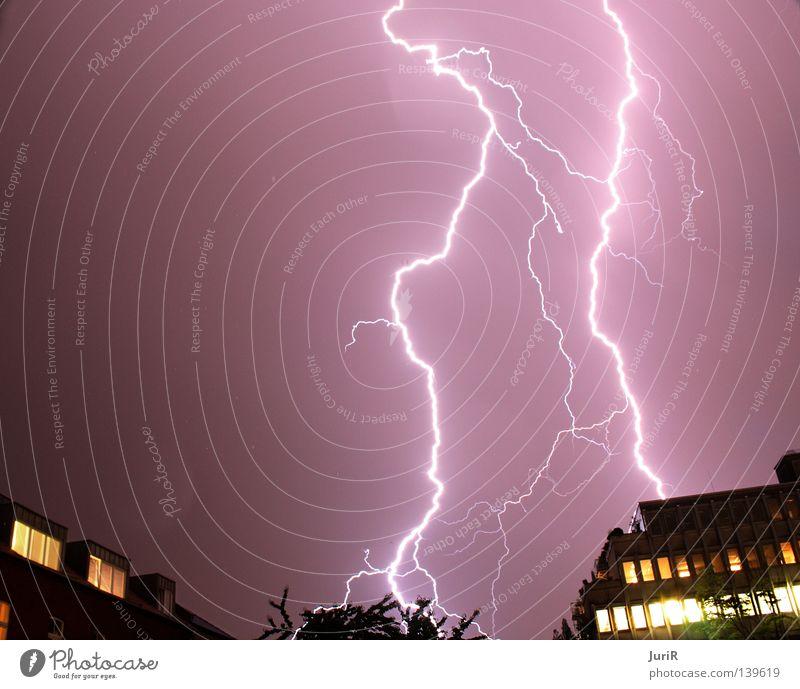 stürmisches Köln hell Regen gefährlich bedrohlich Unwetter Blitze Sturm Gewitter grell Naturgewalt