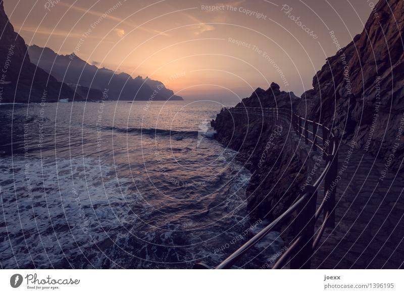 Meerweg Himmel Ferien & Urlaub & Reisen schön Sommer Wasser Landschaft Ferne Berge u. Gebirge Umwelt Wege & Pfade Küste braun Felsen Horizont orange