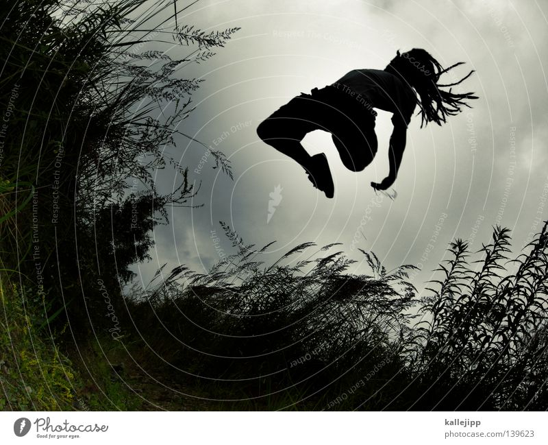 BLN 08 | userkatapult Mensch Freude Spielen Gras Bewegung springen Fuß Feld Lifestyle fallen Hinterteil fangen Schilfrohr Loch Dynamik hüpfen