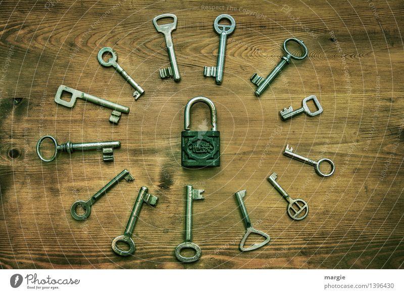Welcher passt? schwarz Holz braun Metall Technik & Technologie geschlossen einzigartig Sicherheit Mitte Sammlung Schloss Nostalgie Schlüssel Verschiedenheit