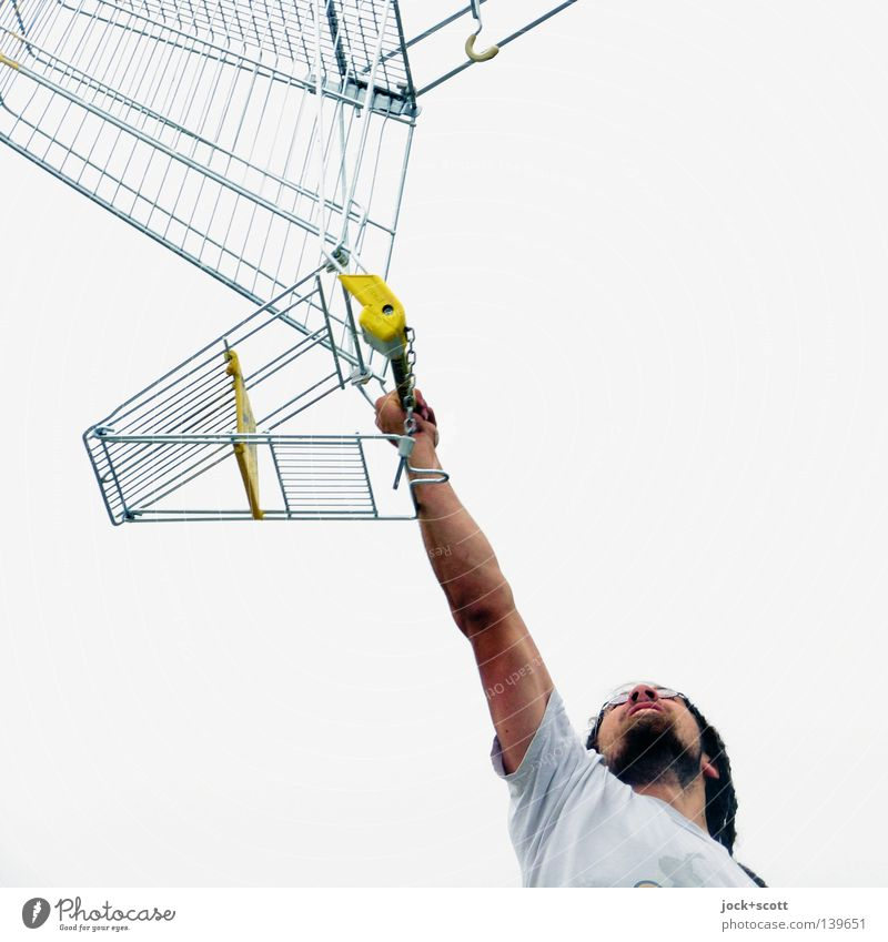 König Kunde hebt seinen Einkaufswagen Handel Dienstleistungsgewerbe Mann Erwachsene 1 Mensch Vollbart Rastalocken Metall Linie tragen Coolness authentisch oben
