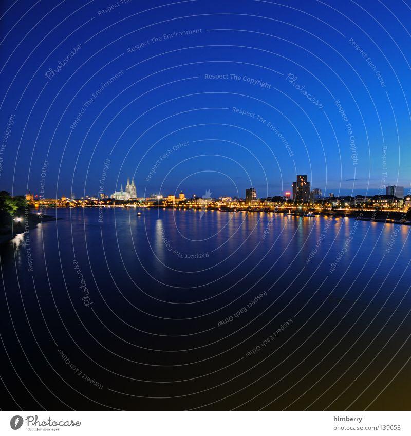 colognecase Himmel Stadt blau Lampe Gebäude Stimmung Religion & Glaube Beleuchtung Hochhaus Fassade Lifestyle Brücke modern Fluss Turm