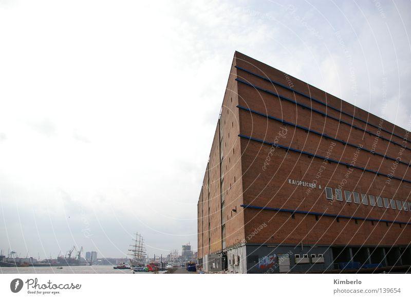 Kaispeicher HH Meer schlechtes Wetter Hafen Dachboden Hamburg Elbe Wasser Wolken Außenaufnahme Elbphilharmonie