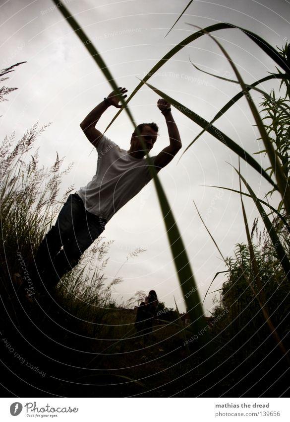 BLN 08 | KALLE HÜPF Mensch Himmel Mann Freude Spielen Gras Bewegung springen Fuß Wetter Feld Luftverkehr Lifestyle fallen Hinterteil fangen