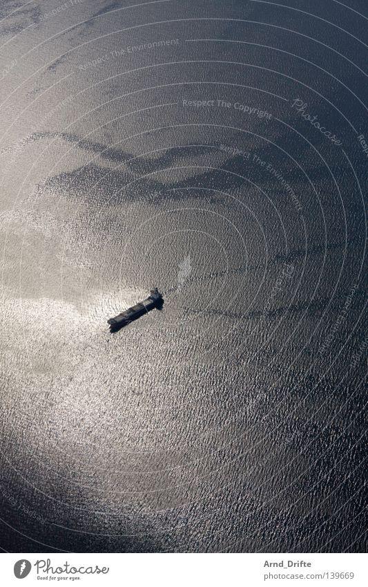 Tanker Norwegen Vogelperspektive Einsamkeit klein Licht Meer Wasserfahrzeug See Spiegel Wellen Winter Schifffahrt Hurtigruten ruhig Öltanker