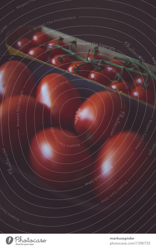 tomaten Pflanze Gesunde Ernährung rot Haus Leben Lifestyle Lebensmittel Arbeit & Erwerbstätigkeit Wohnung Häusliches Leben Tisch Küche Gemüse Beruf Bioprodukte