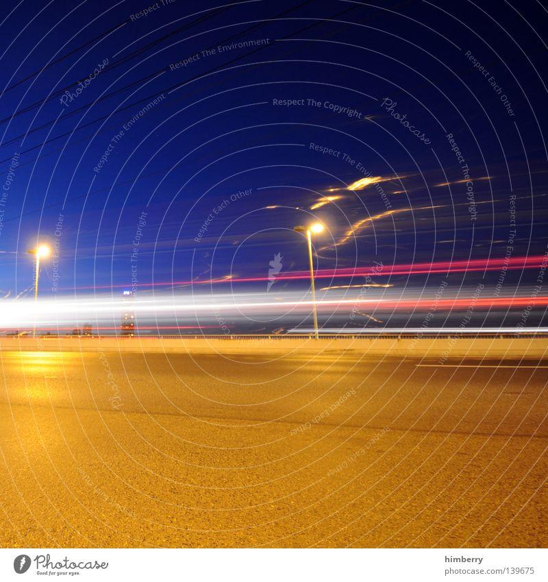 rush Verkehr Beton Nacht Langzeitbelichtung Geschwindigkeit KFZ Licht Raser fahren abbiegen Spuren Köln Zoobrücke Laterne Straßenbeleuchtung Fahrbahn Autobahn