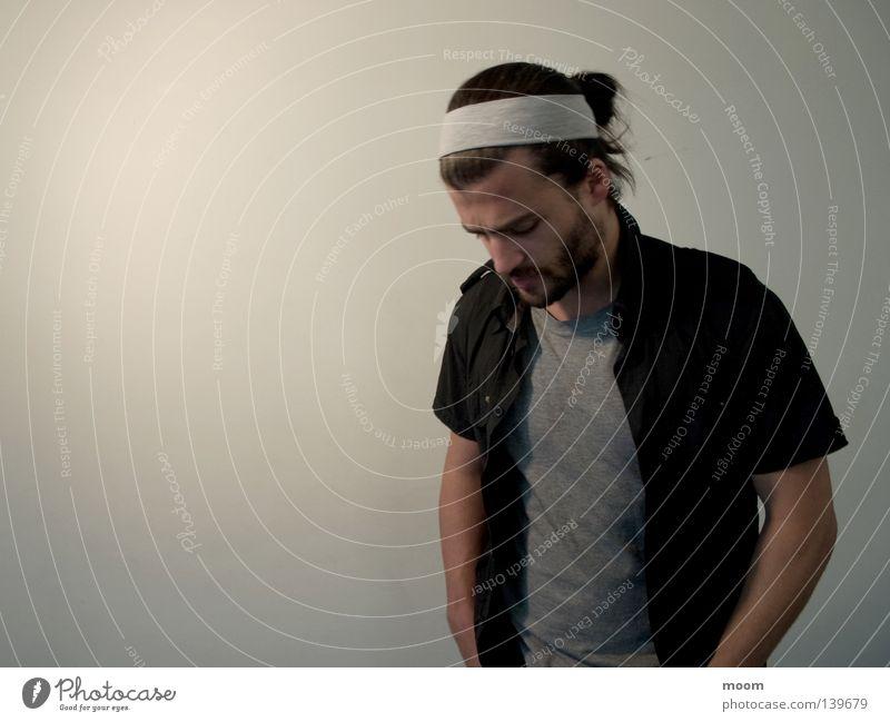 hmmm Hintergrundbild Mann man thinking long hair white black T-Shirt