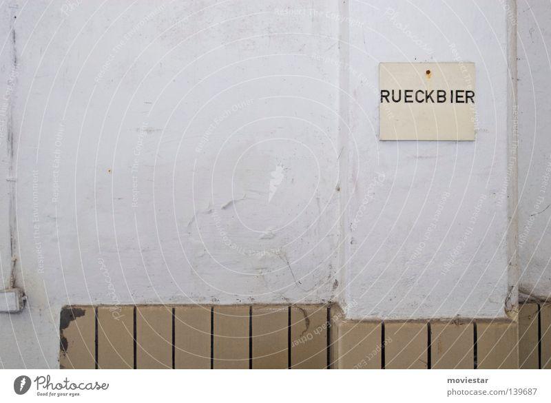 Rückbier Bier Brauerei Wand weiß Güterverkehr & Logistik Gastronomie verfallen Alkohol Fliesen u. Kacheln alt Beer Lager