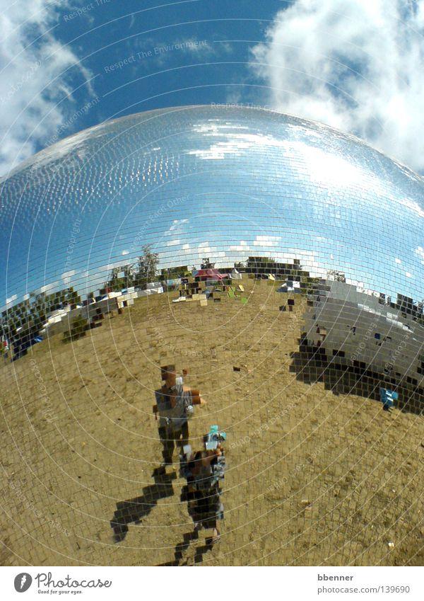 Verpixelt Mensch Sonne Sommer Freude Wolken Freundschaft Feste & Feiern Wohnung Erde Niveau Spiegel Kugel Quadrat Spiegelbild Blauer Himmel Musikfestival