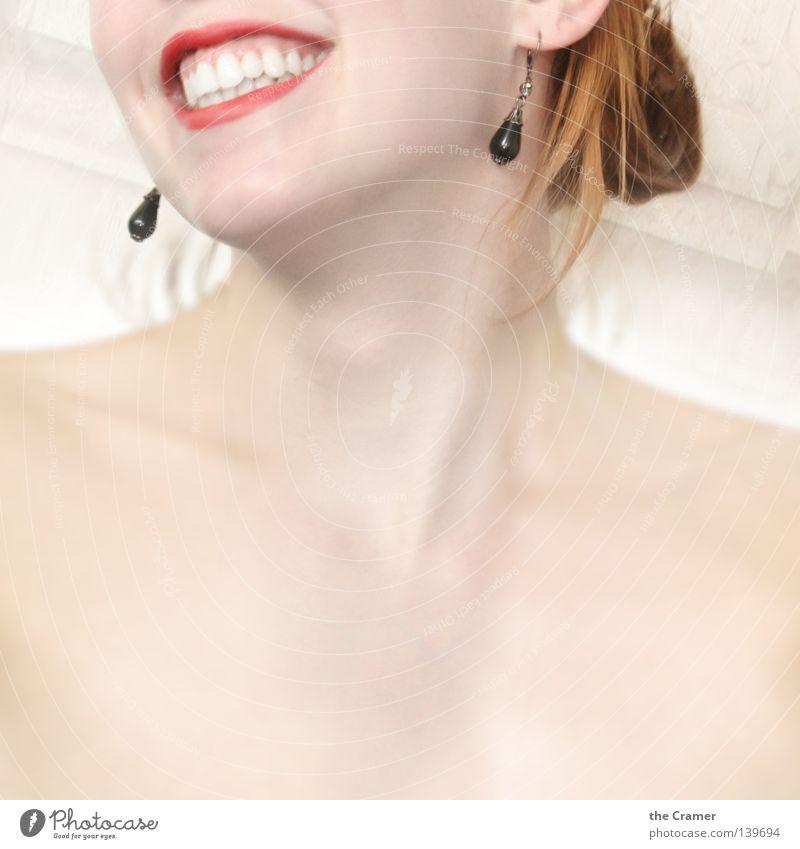 ... bitte Lächeln Frau rot Wärme lachen Mund Haut weich Ohr Zähne Lippen Physik Schmuck Schulter Hals Ohrringe Kinn